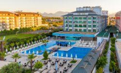 «TUI Россия» берет под управление три отеля в Турции