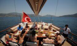 В Турцию, на яхту