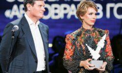 Ирине и Анатолию Седых вручили премию газеты The Art Newspaper Russia за вклад в культуру и искусство - Выкс@.ru