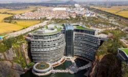 В Шанхае открыли подземный отель в заброшенном карьере