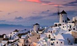 Греция допустила возможность отмены карантина для российских туристов с19 апреля