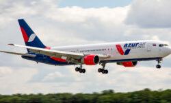 Самолет с туристами совершил вынужденную посадку в Сочи