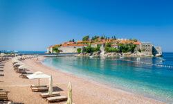 Гражданам РФ разрешили въезжать в Черногорию без визы до 31 октября