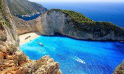 Греция отменила часть требований кроссийским туристам