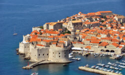Визовые центры Хорватии начинают выдавать визы организованным туристам